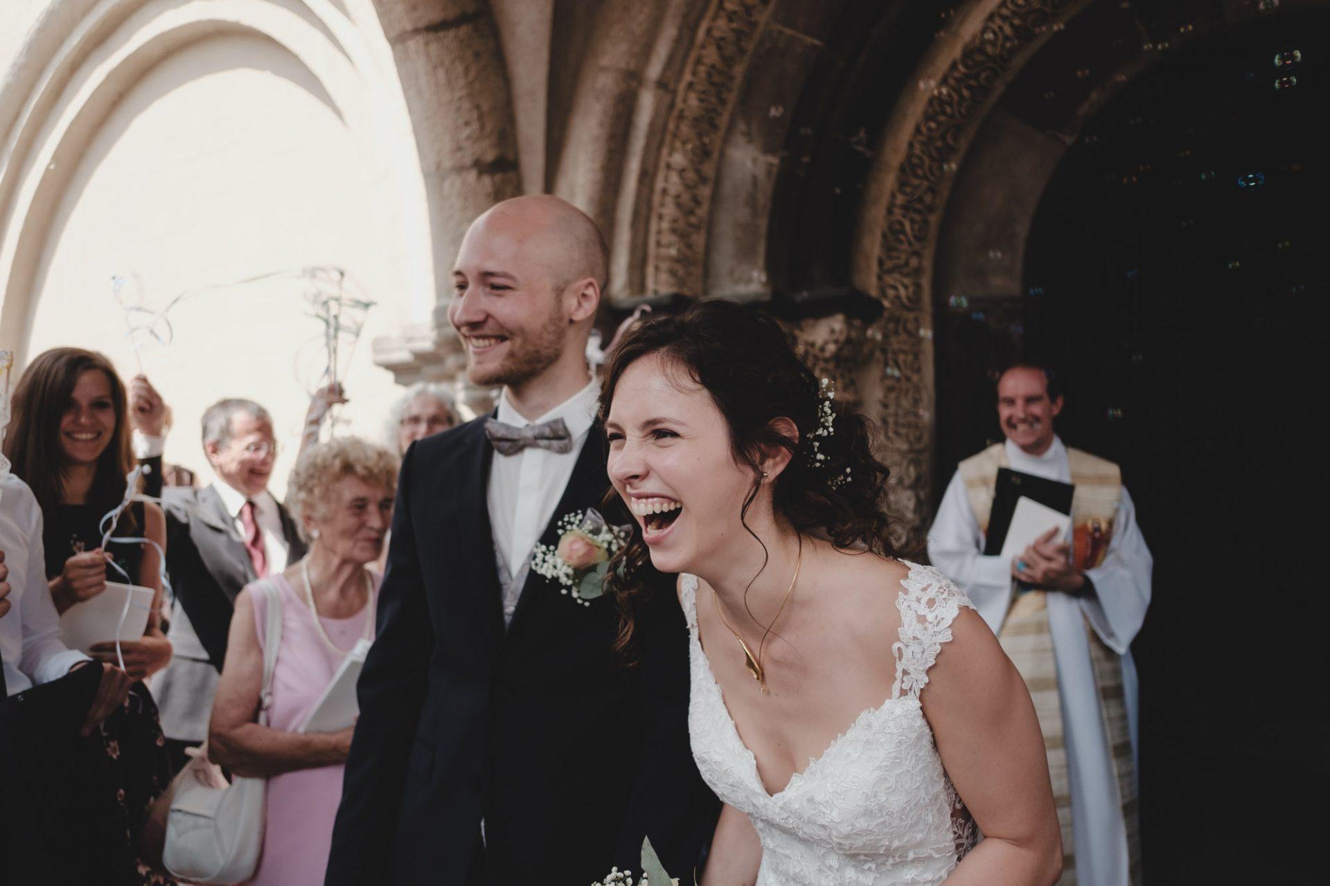 Braut und Bräutigam beim Ausszug aus der Abtei Brauweiler