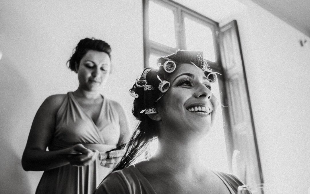 Braut bei den Vorbereitungen, dem Getting Ready
