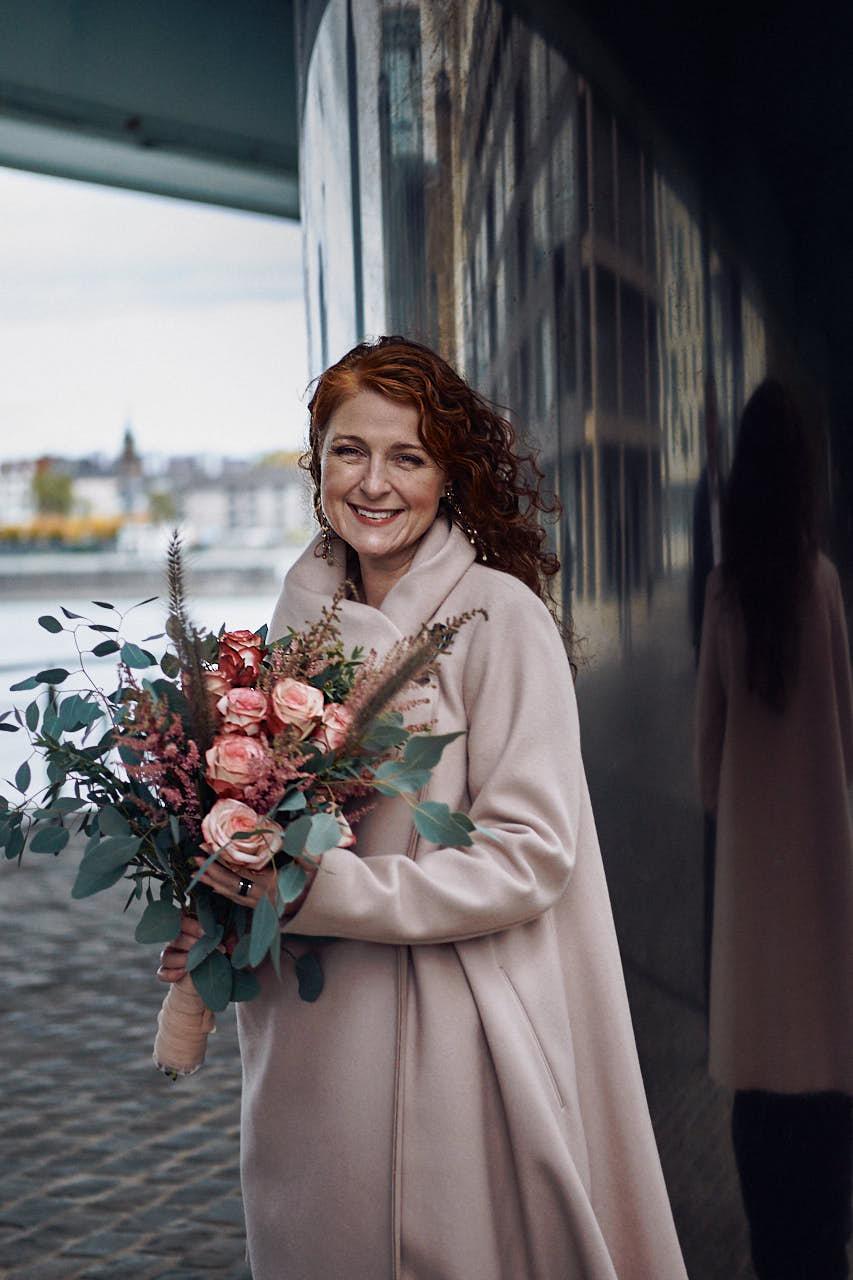 Braut am Rheinau-Hafen in Köln