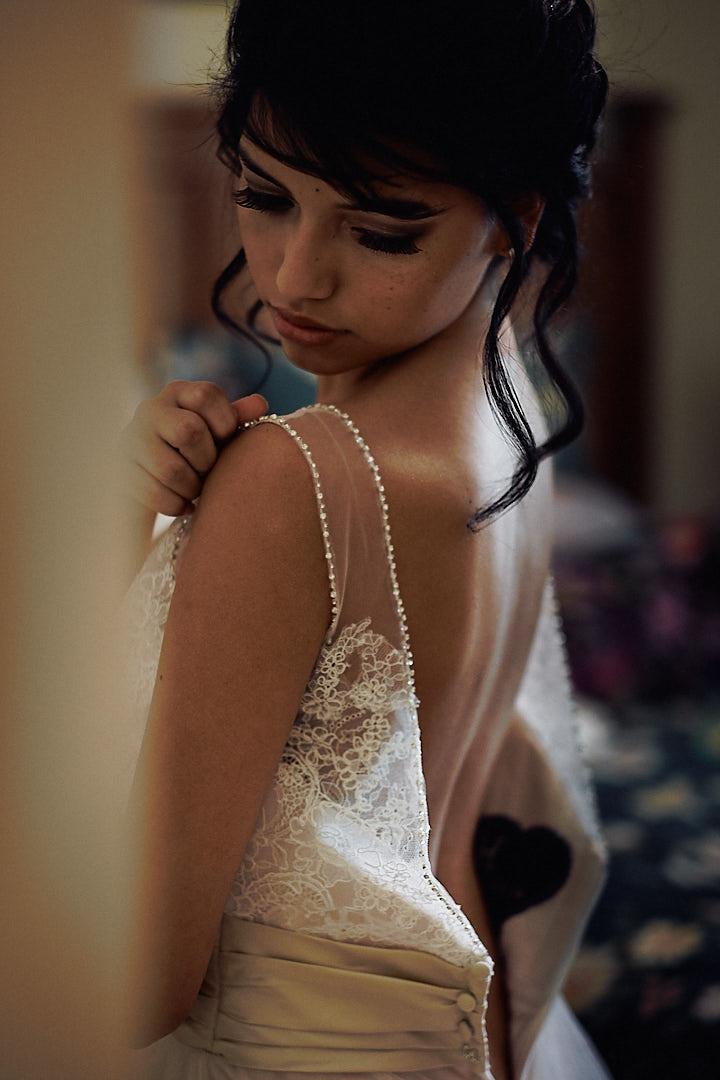 Eine Braut beim Getting Ready